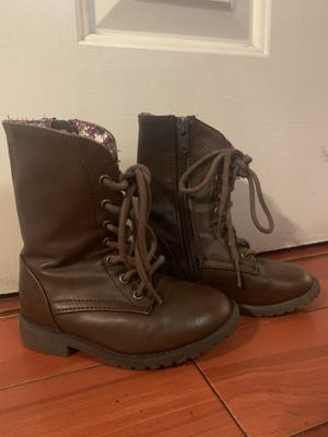Size 7 girl boots for Sale in Bakersfield, CA