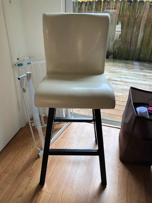 White bar stools - set of 2 for Sale in Miami, FL