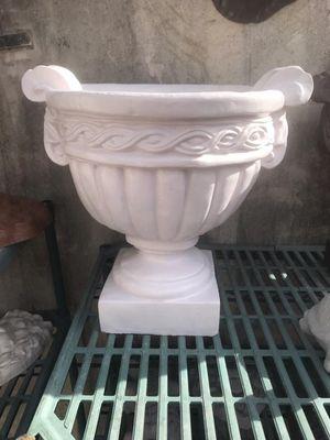 Concrete plant pot for Sale in Miami, FL