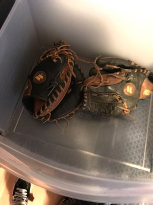 Catcher and infield baseball glove for Sale in Miami, FL