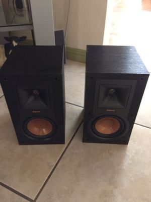 Klipsch R-15m Bookshelf speakers for Sale in Reedley, CA