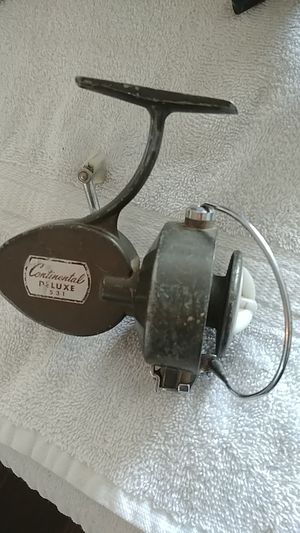 Vintage Continental Deluxe fishing reel for Sale in Centralia, WA