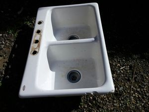 Double sink, white with small chips on side for Sale in Portland, OR