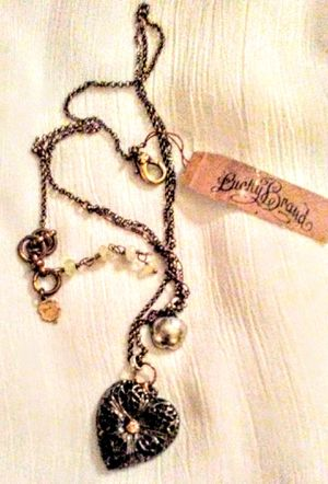 """BEAUTIFUL TOPAZ FILIGREE HEART 2 LAYER NECKLACE PENDENT BY TOP BRAND LUCKY. RARE 3 METAL MIX VERSATILE AND PRETTY. 24"""" $23 NEW TAGS! ( ORIG 35) for Sale in Murrieta, CA"""
