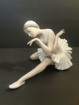 Lladro figurine for Sale for Sale in Queen Creek, AZ
