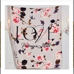 Victoria's Secret 2020 Sherpa Blanket for Sale in Meridian,  ID