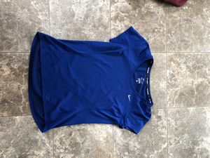 Nike dri-fit shirt for Sale in Clear Lake, IA