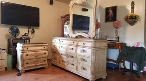 BEST ANTIQUE CALKING BED AND FURNITURES for Sale in Huntington Park, CA