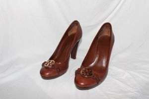 Tory Burch rounded toe heel Authentic for Sale in PT CHARLOTTE, FL