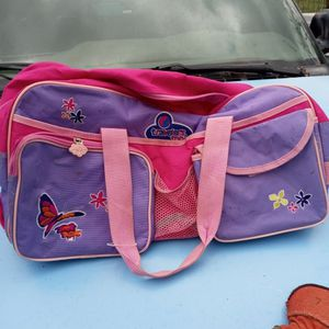 Little Girls Duffle Bag With Handle And Wheels for Sale in Indianapolis, IN