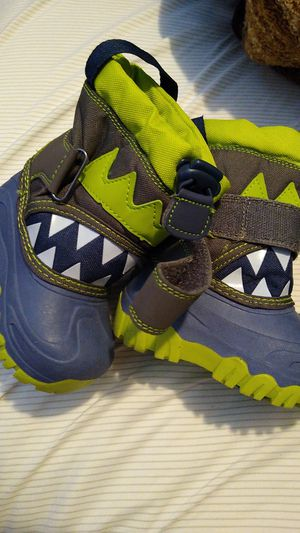 Kids snow boots size 5 for Sale in Palmdale, CA