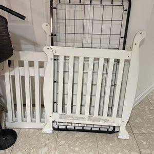 Kids Crib Bed for Sale in Miami, FL