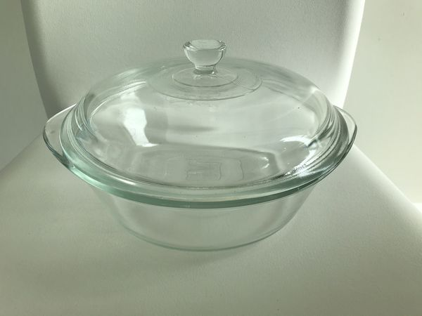 """Pyrex 9"""" Casserole Dish With Lid Glass"""