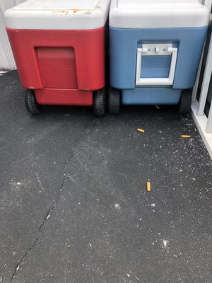 2 coolers with weels for Sale in Boynton Beach, FL