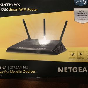 NETGEAR Nighthawk Smart Wi-Fi Router, R6700v3 - AC1750 Wireless Speed Up to 1750 Mbps for Sale in Kent, WA