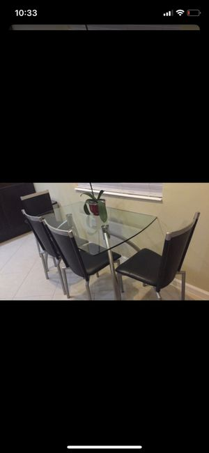 Table and chairs Modern MUST GO for Sale in Pembroke Pines, FL