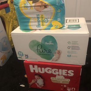 Pampers pure, huggies & pampers for Sale in Miami, FL