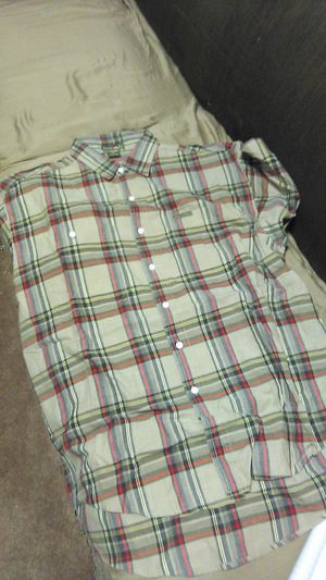 """Men's """"DancingRed"""" Casual/Dress Shirt (Size L)Button Down,Short Sleeve $3 for Sale in Los Angeles, CA"""
