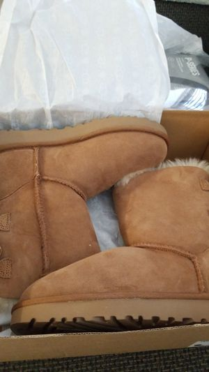 New ugg size 5 for Sale in E RNCHO DMNGZ, CA