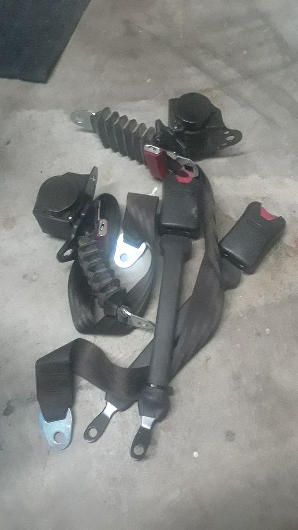 Yxz1000r seat belts