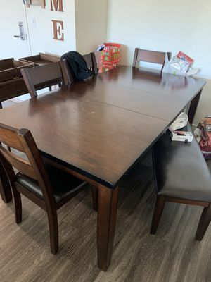 Kitchen dinning table set 4 chairs 1 bench for Sale in Gilroy, CA