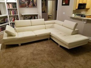 Sectional Couch. Color: Off White for Sale in Atlanta, GA