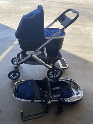 Uppababy Vista stroller and bassinet, piggyback, snack frame for Sale in Ontario, CA
