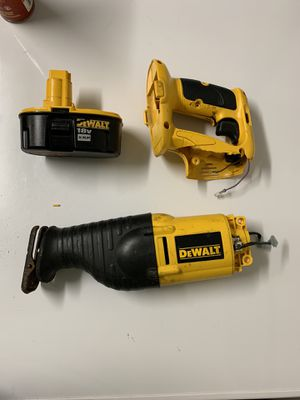 DeWalt Reciprocating saw and dead battery for Sale in Alafaya, FL