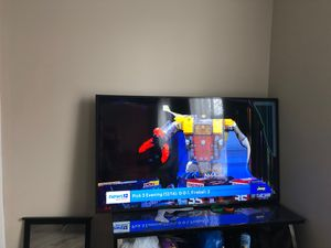 Free Cracked Screen TV for Sale in Paterson, NJ