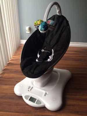 4moms Mamaroo Baby Swing In New Condition With Infant Insert for Sale in Fairfax, VA