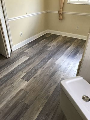 Vynil laminate waterproof flooring for Sale in Homestead, FL