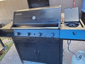 Big heavy duty bbq grill for sale for Sale in Las Vegas, NV