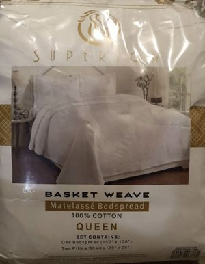 Superior Basketweave Queen Bed Set for Sale in Columbia, MO