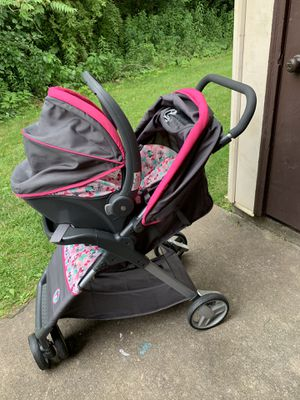 Minnie Mouse Disney baby car seat stroller combo with base for Sale in Parkersburg, WV