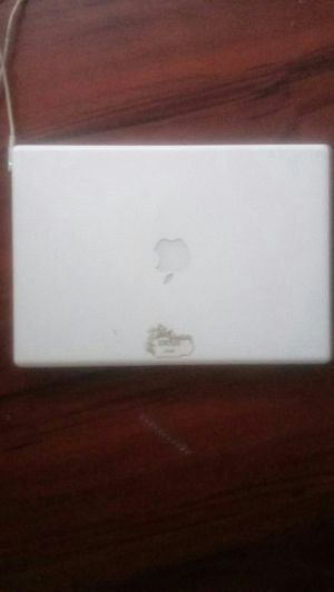 Macbook 2007 or 2006 for Sale in Euclid, OH