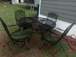 Metal patio set table with 4 chairs for Sale in Snellville, GA