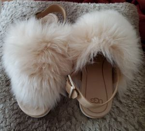 UGG Holly Fluffy Sheepskin Flat Sandals SZ8.5 for Sale in Chicago, IL