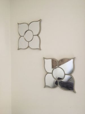 Flower mirror wall decor (4 available) for Sale in Alexandria, VA
