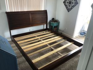Platform Bed California King Beautiful Solid Wood Must Go Sleigh Frame No Mattress for Sale in Imperial Beach, CA