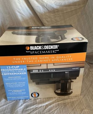 Black Decker 12 cup coffee maker under the cabinet (black) for Sale in Fontana, CA