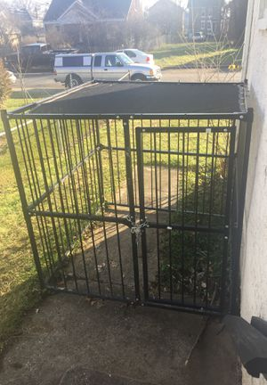 Dog kennel outdoor for Sale in Columbus, OH