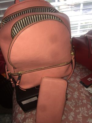 Pink handbag/backpack w/wallet for Sale in Snellville, GA