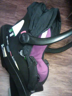 Snap in baby car seat and an Eddie Bauer sold separately for Sale in Fort Myers, FL