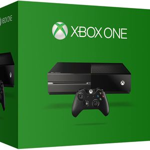 Xbox One 500gb With Two Controllers And 5 Games (fifa 15,16,17,18, NBA 2k15 for Sale in Glastonbury, CT
