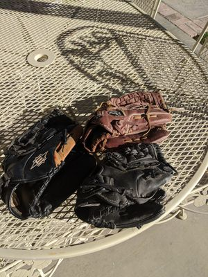 TWO RAWLINGS AND ONE EASTON BASEBALL/SOFTBALL GLOVES (ALL RHT) for Sale in Hesperia, CA
