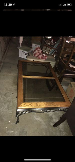 Coffee Table - Great detail in metal/wood! for Sale in Brentwood, TN