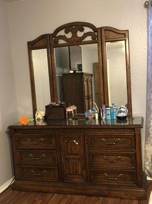 3 item bedroom set for Sale in Broken Arrow, OK