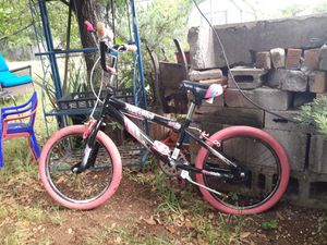 Girls Kent Pink Bike/18 inch tires (Bicicleta Kent) for Sale in Dallas, TX