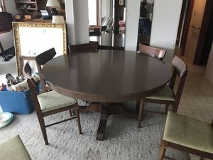Round dining room table with 8 chairs. for Sale in Charlotte, NC