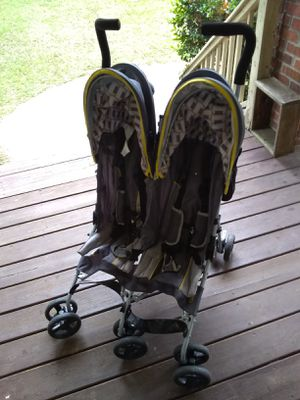 Jeep double baby stroller grey 20.00 for Sale in College Park, GA
